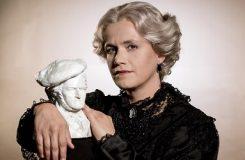 Klan Wagnerů v čele s vdovou Cosimou zpívá v opeře