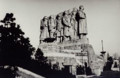 """""""Fronta na maso"""" v opeře. Na Nové scéně finišují s přípravou novinky o autorovi Stalinova pomníku na Letné"""