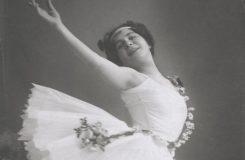 Už ve čtrnácti nastoupila do baletního sboru v Národním, záhy se stala primabalerínou