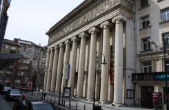 Útok slzným plynem přerušil představení v sofijské Opeře, stovky lidí museli evakuovat