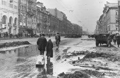 Šlo o Leningrad zničený Stalinem. Před 75 lety měla premiéru Šostakovičova Leningradská symfonie