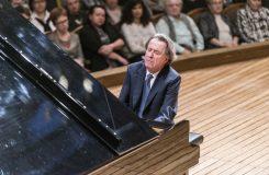 Titán Rudolf Buchbinder v Rudolfinu: okouzlující tóny plné světla a grácie