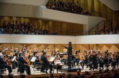 Tři v jednom. Jan Lisiecki a Vladimir Jurowski s Londýnskými filharmoniky v Drážďanech