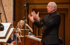 Ten orchestr vyniká osobitostí, to je první věc, které si všimne každý dirigent. Orchestr doby osvícení a William Christie v Praze