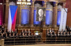Fotoreportáž: Dlouhý potlesk a slzy. Česká filharmonie se v Rudolfinu naposledy loučila s Jiřím Bělohlávkem