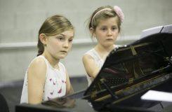 Opery skládám, když skáču přes švihadlo. Rozhovor s nejmladší hudební skladatelkou na světě