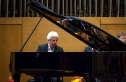 Janáčkův máj zakončen levou rukou klavíristy Jeana-Philippa Collarda