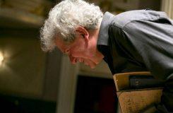 Česká filharmonie uctí Jiřího Bělohlávka mimořádným koncertem. Stabat mater Antonína Dvořáka bude řídit Jakub Hrůša