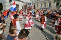 V Šumperku je v plném běhu Mezinárodní folklórní festival, nechybí tanec na chůdách