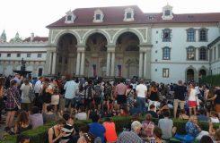 FOK: Do nové sezony i letos přes Valdštejnskou zahradu, klasiku i hudbu z filmů poslouchaly stovky lidí