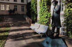 Schubertova socha na HAMU zůstane, jen ji trochu posunou