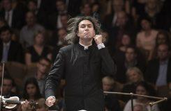 Průměrný London Philharmonic Orchestra s kvalitním dirigentem Vladimirem Jurowskim