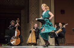 Magdalena Kožená tančí a zpívá