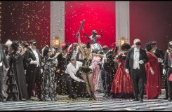 Maškarní ples v Národním divadle aneb Jak pejsek s kočičkou vařili dort