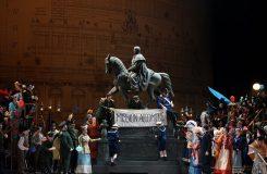 Trojská válka v pařížské kavárně Momus aneb Rozpaky budící Trojané v Semperoper