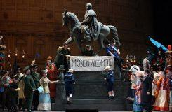 Berlínská Staatsoper otevřena, Trojané v Drážďanech a Václav Luks v Hamburku