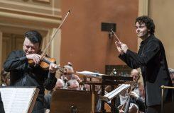 Excelující Česká filharmonie s houslistou Gluzmanem a slibným mladičkým dirigentem Rožněm