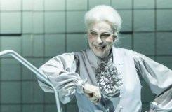 V ND vrcholí přípravy na premiéru Brittenovy opery Billy Budd, v pěveckém obsazení je několik změn