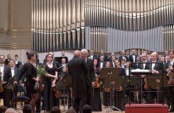 Památce obětí holokaustu: Juraj Kukura jako vypravěč v Schönbergově kantátě