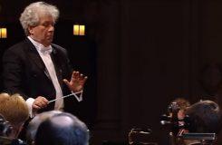 Nabrala na mohutnosti a pronikavosti. The Guardian chválí Českou filharmonii s Bělohlávkem za album Mé vlasti