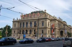 Soutěž Pražského jara letos v oborech lesní roh a violoncello. Přišlo přes 200 přihlášek z celého světa