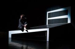 Plzeň: Proměna jako nejasná pantomimická groteska stojí na skvělých výkonech