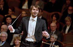 Dirigent Eduardo Strausser: Na hudbu pohlížíme buď zevnitř, nebo zvenčí