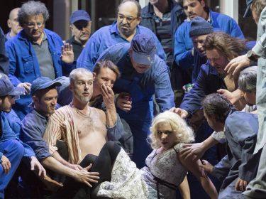 Šostakovičova Lady Macbeth v Neapoli s Valčuhou, Ludhou, Elgrem a také Claudií Cardinal