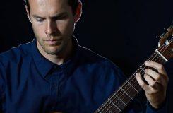 Lukas Sommer pri svem kytarovem vystoupeni