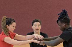 Jak se tančí hra, která neexistuje – premiéra Nincs